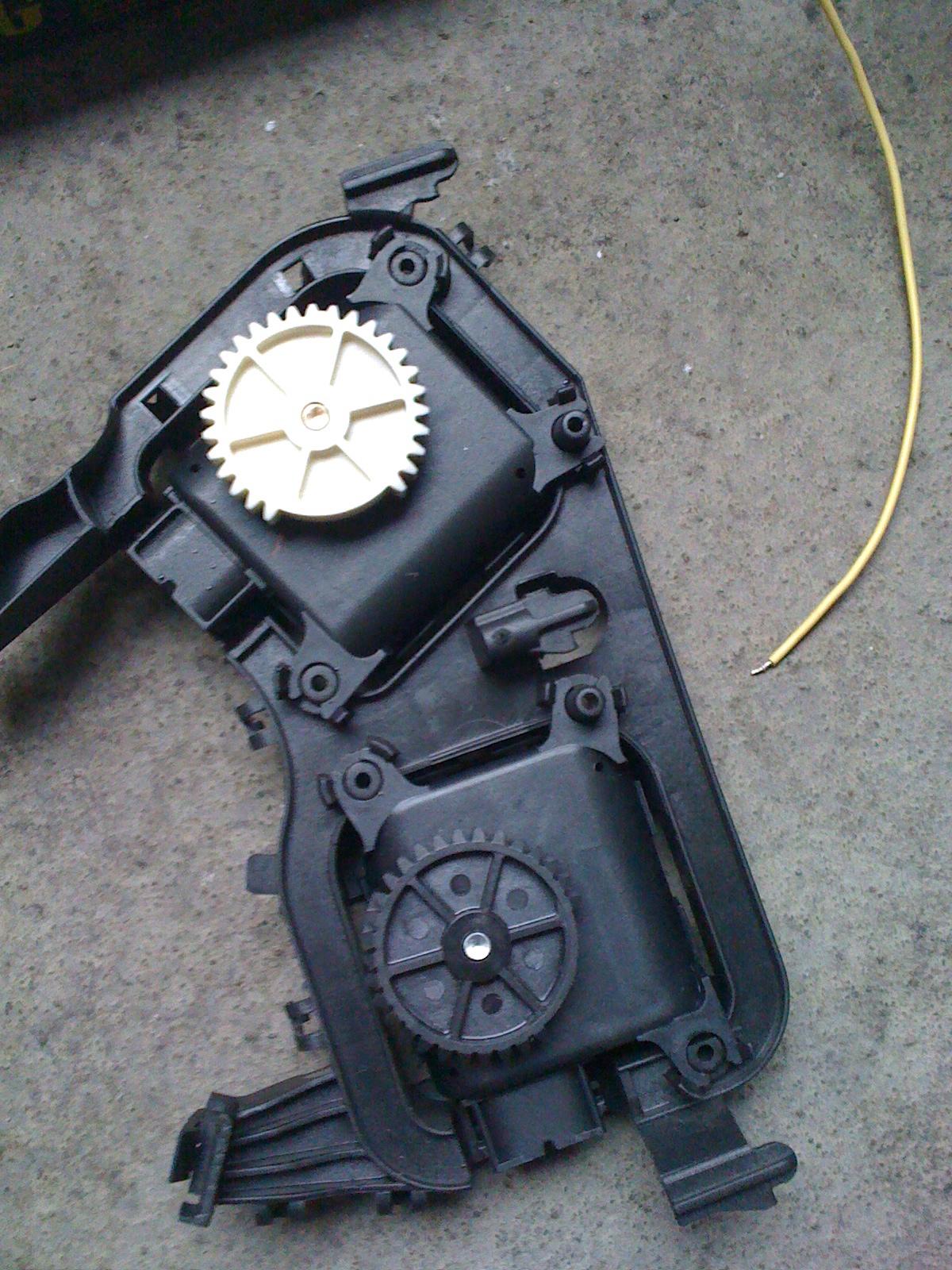 58933a5d5ccf9_StellmotorenDefrosteruTemperaturklappe.jpg.953986dbcbc460cd6485304a0e395db9.jpg
