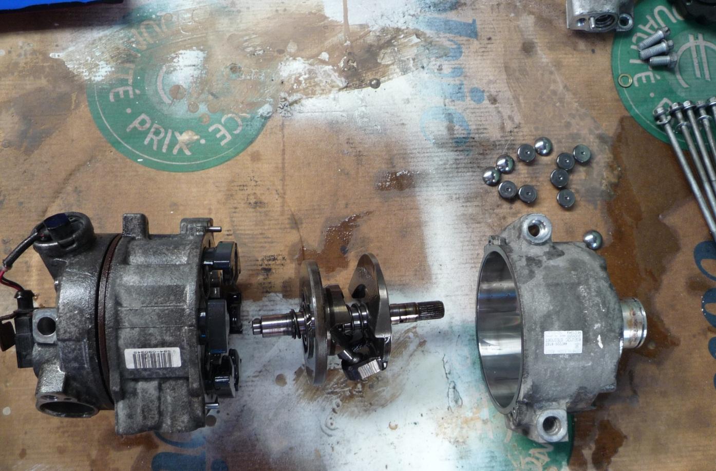 Klimakompressor_zerlegt_1.jpg.4007844182a4012894d09b7221bb88eb.jpg