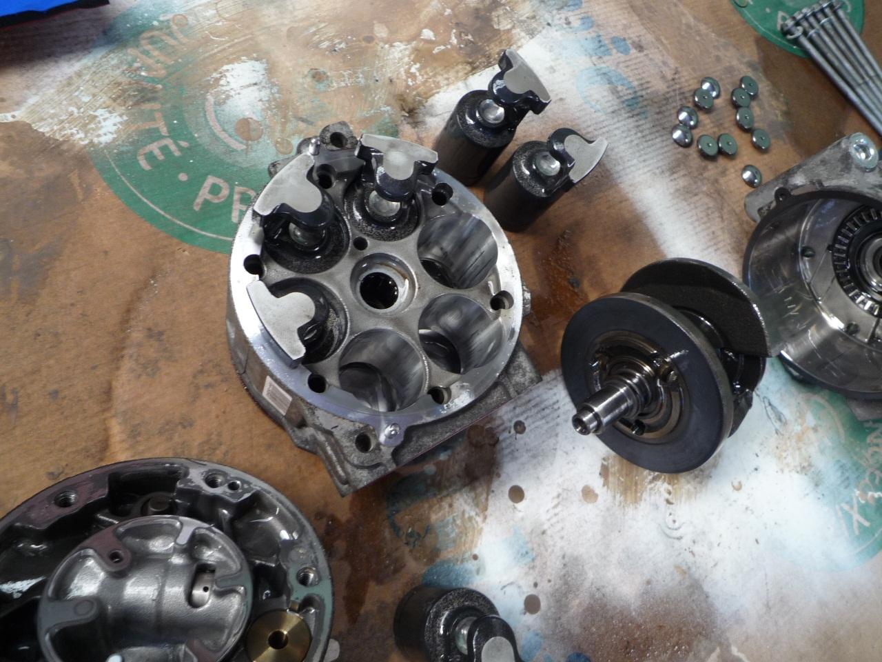 Klimakompressor_zerlegt_3.jpg.9a1f23c9cad49ade44d9d778f501ca8f.jpg