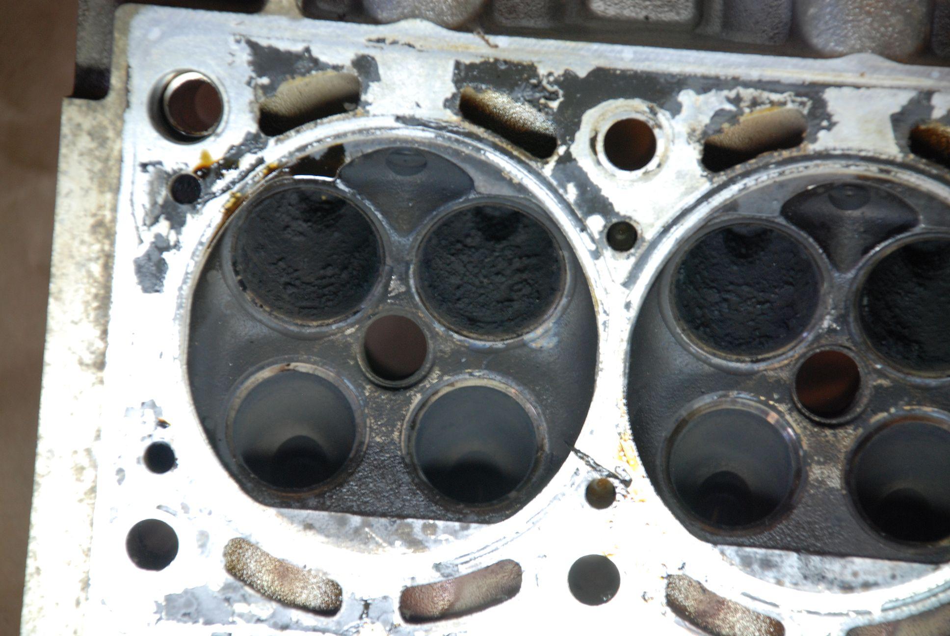 BAD_Zylinderkopfcrash_11.JPG.991b1004b17e65fe7495479049dcb5e3.JPG