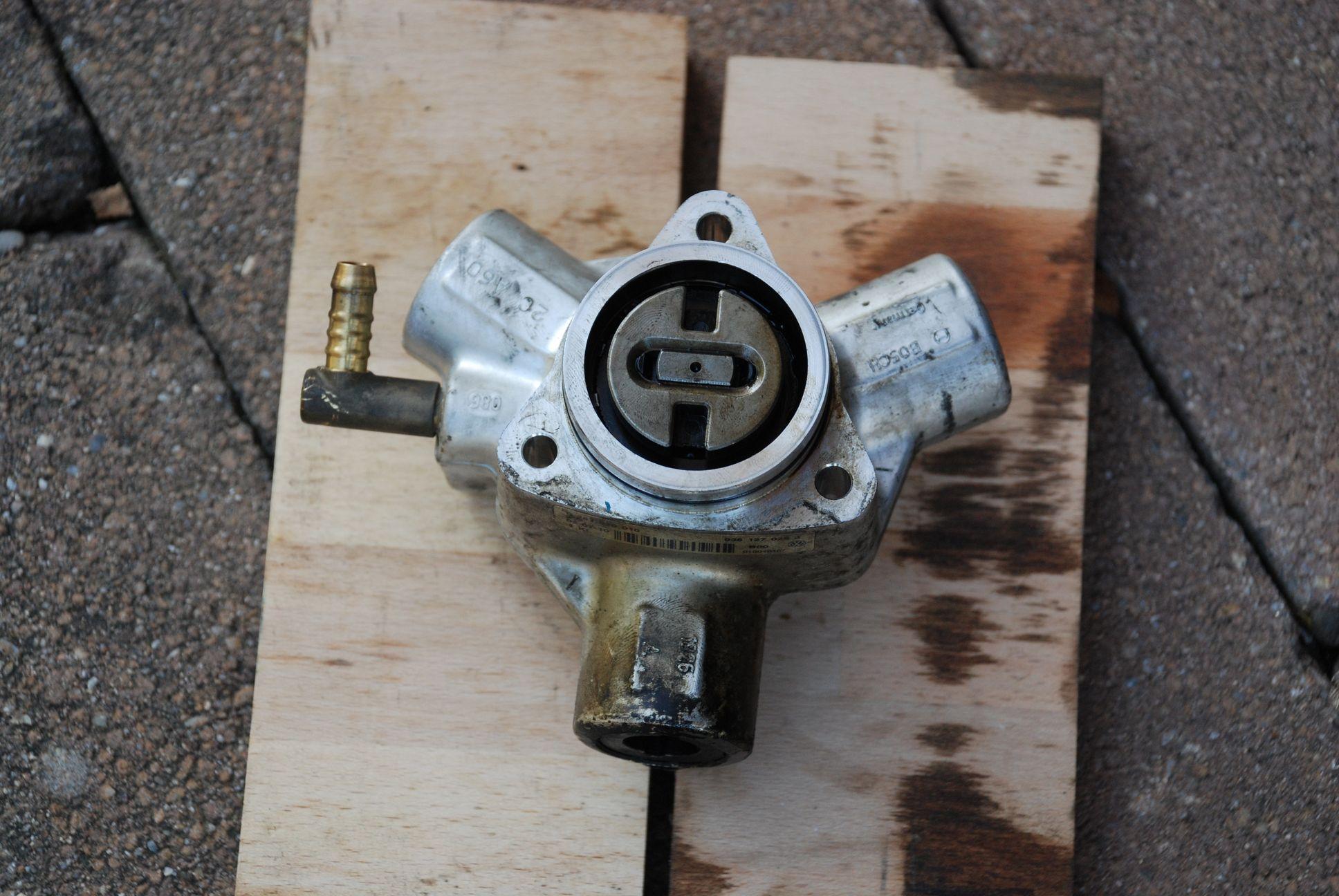 Hochdrucktreibstoffpumpe_2.JPG.f4f95e0510815a5cfd26a38780d858a1.JPG