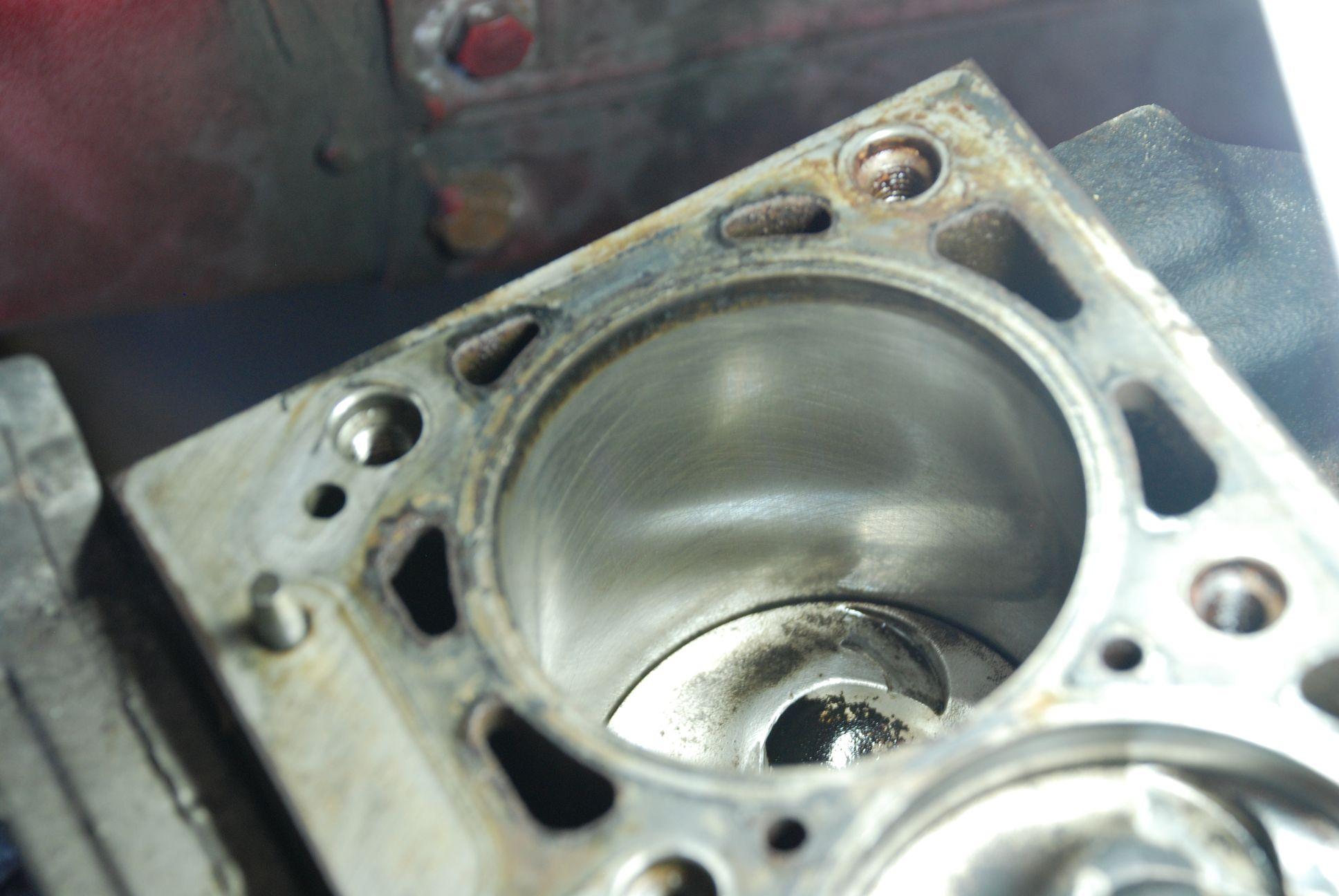 Zylinderbuchse.JPG.a0cf8ee7e35d67d1045defbd283a2c81.JPG