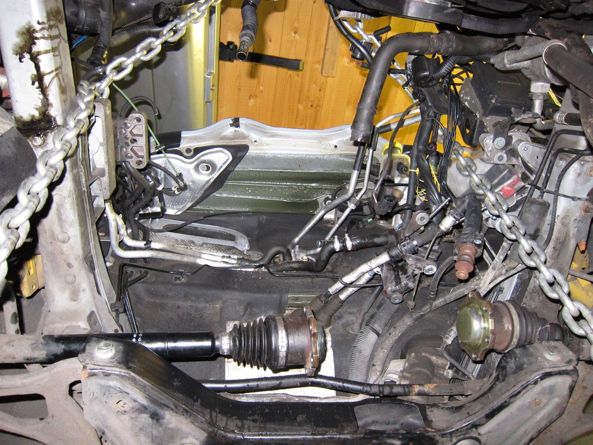 Motorraum_2.JPG.55c32a1a221a8fe722a9daa0e5fdadc7.JPG