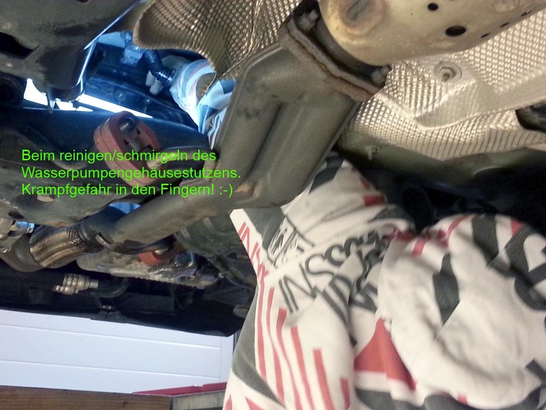 FSI_Kuehlwasserrohrtausch_00_Arm_im_Fahrzeug.jpg.df789c61cb5ac594cc7d5f05afd0b566.jpg