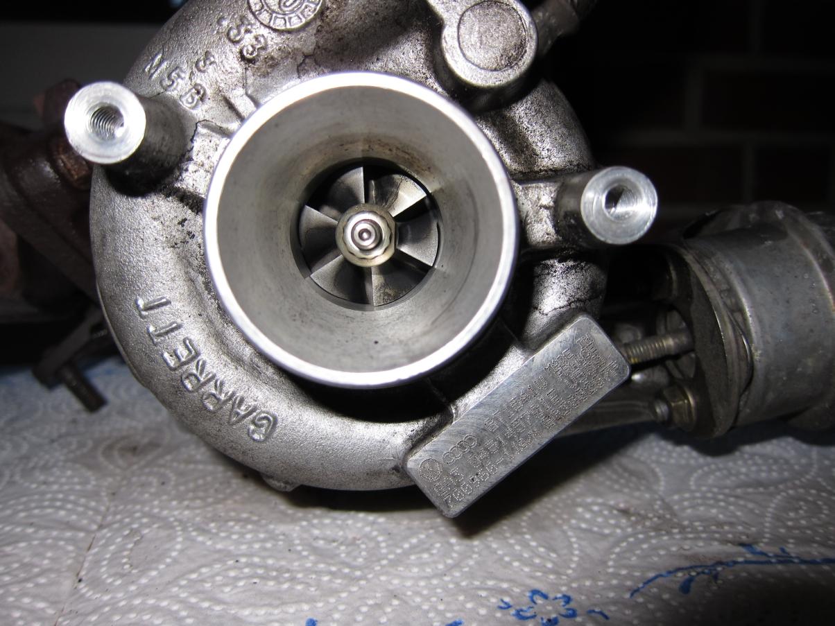 08_Turbolader_Frischluftturbine.JPG.aa10bc0bf23657f7d3c8bed7139636ab.JPG