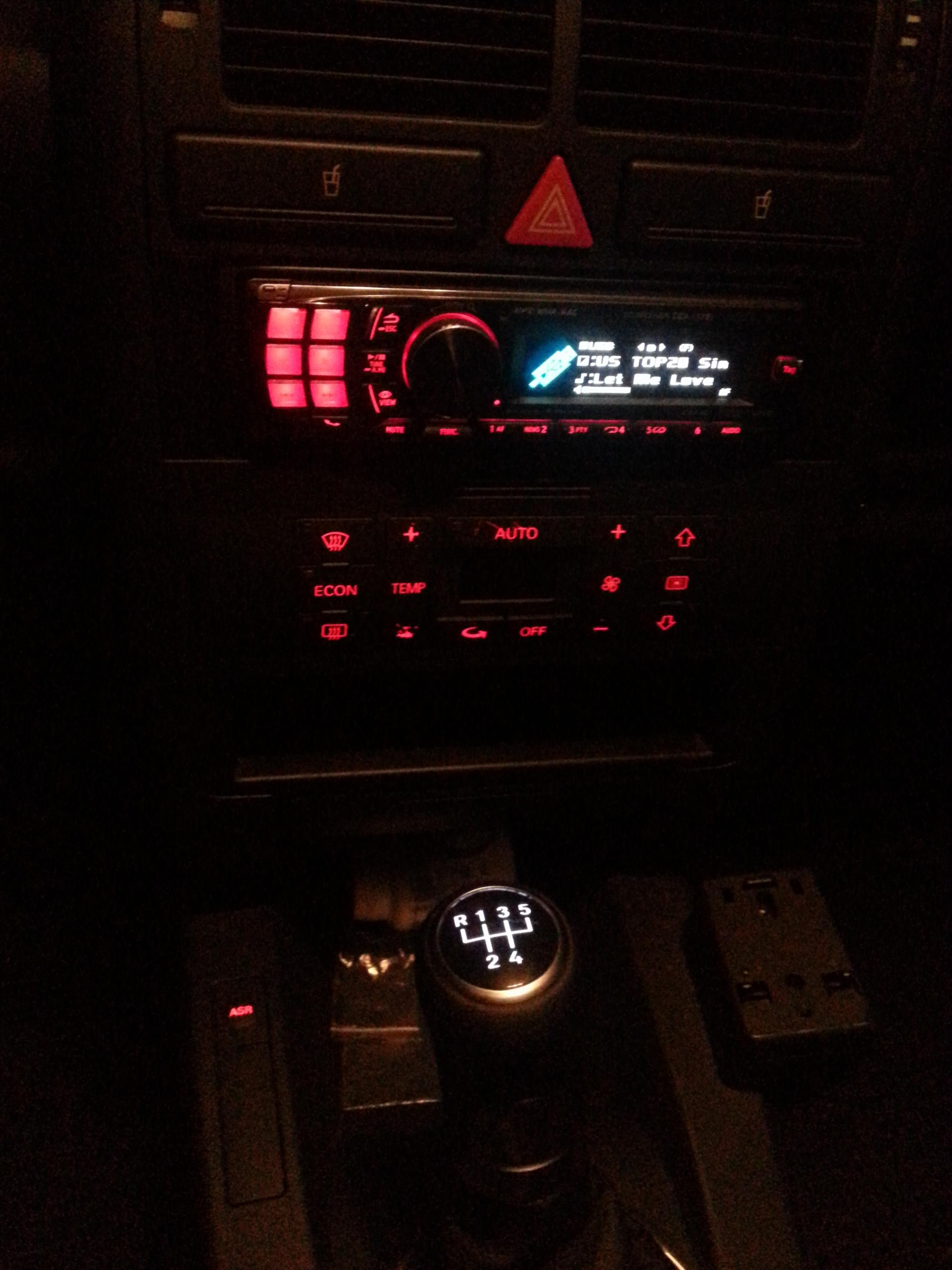 LED-Schaltknauf.jpg.2a9724508b44041047cc06b9e71da433.jpg
