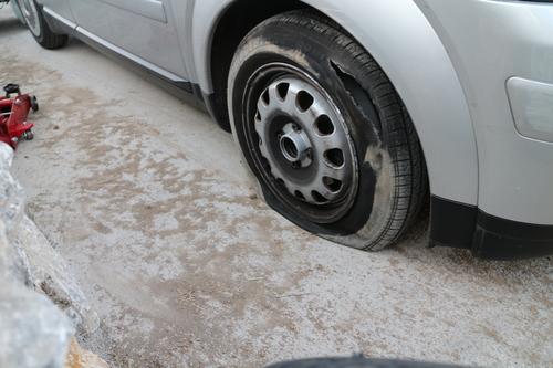 A2 Reifen aufgeschlitzt IMG_4659.JPG