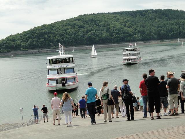Edertalsperre Schiff Rundfahrt.JPG