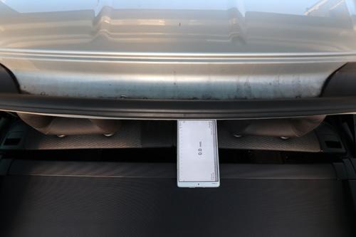 Abstand Rücksitze zu Kofferraumrollo IMG_5267.JPG