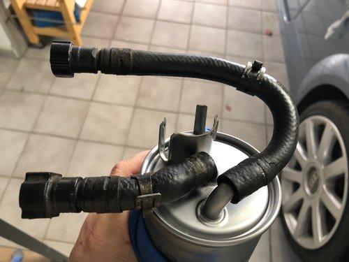 Schläuche Dieselfilter Audi A2.jpg