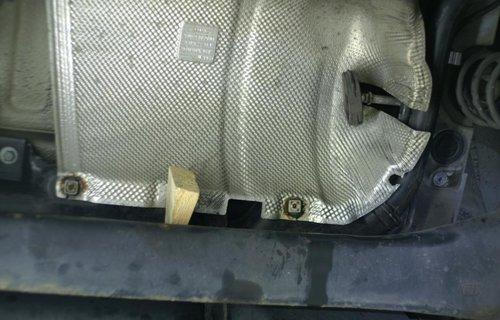 Befestigung Hitzeschutz am Tank (1).JPG