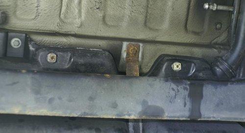 Befestigung Hitzeschutz am Tank (3).JPG