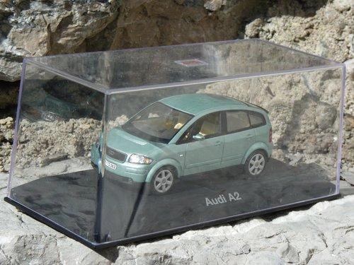 Minichamps Kristallblau 1.JPG