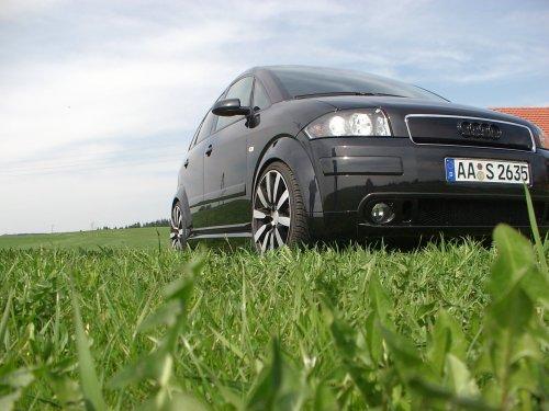 Audi A2 von vorne mit Grasnahaufnahme 3.JPG