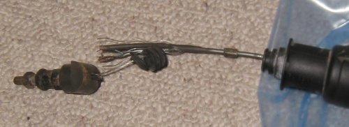 Kupplungssteller mit gerissenem Seil Ausschnitt.jpg